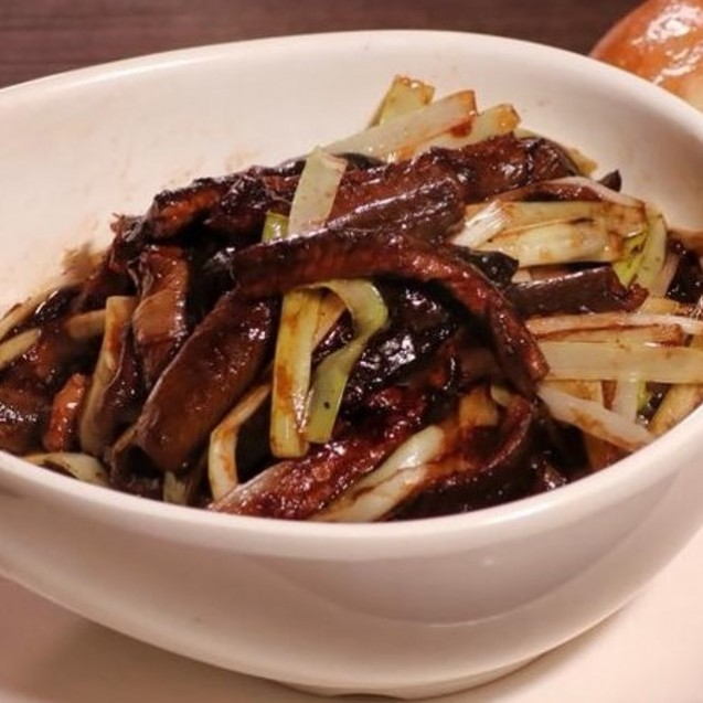 Sauteed shredded eel with chives