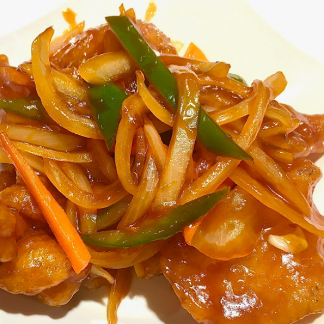 Fried fish fillets in sweet and sour sauce