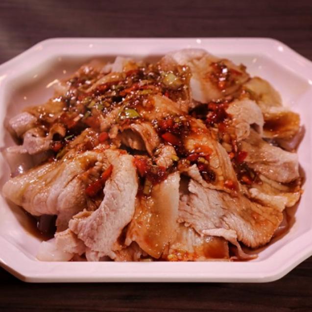 Chilled sliced pork in garlic sauce